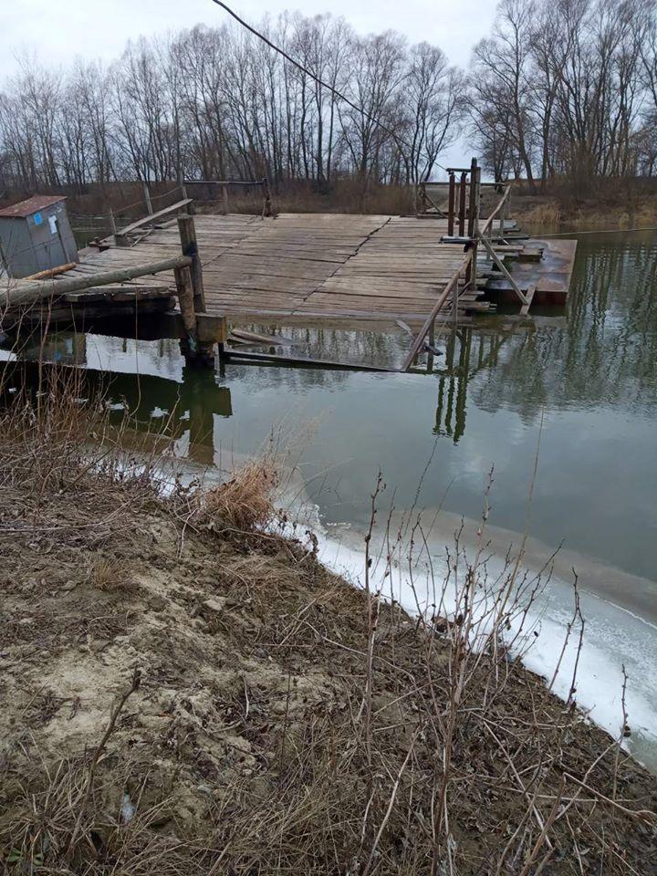 У Сосницькому районі на поромі затонув один із байдаків (Фото)