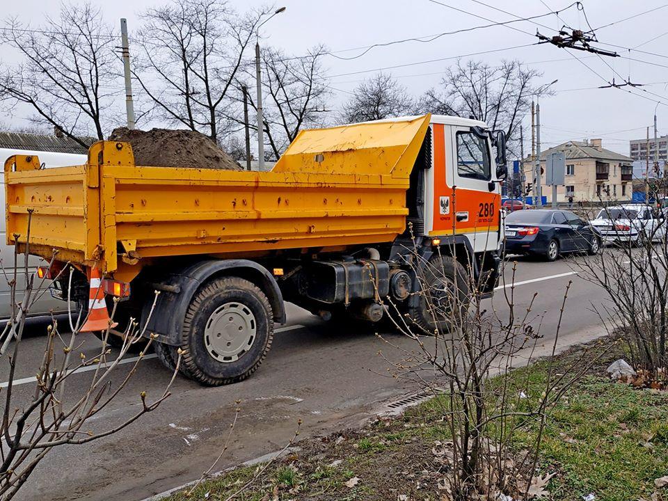 У Чернігові розпочалося весняне прибирання вулиць (Фото)