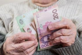 pensiya-ukrayina-pensioner-ruki-groshi-620x400