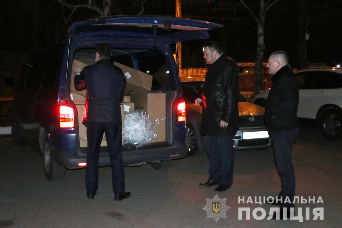 Поліція доставила на Чернігівщину експрес-тести та засоби захисту для медиків і підрозділів (Фото)