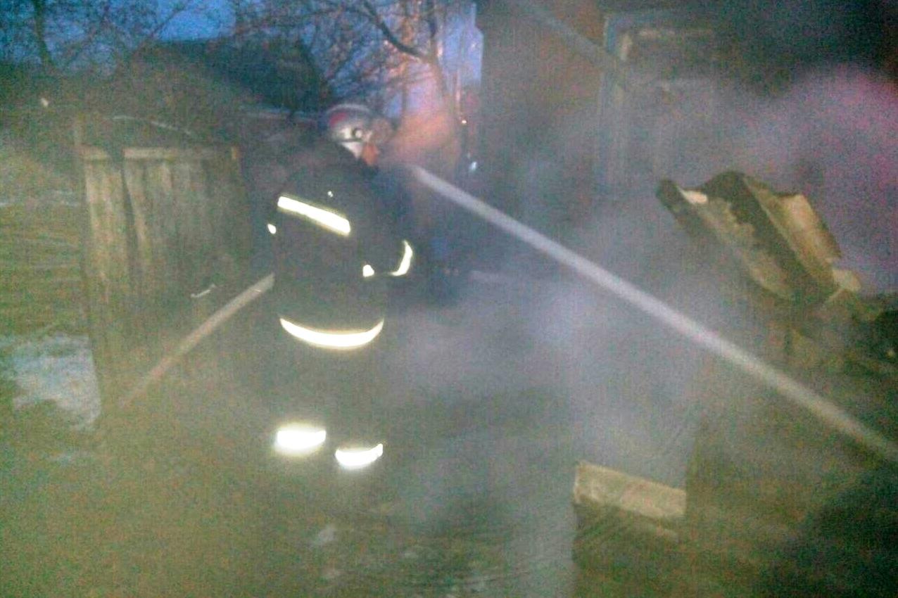 Чернігівські вогнеборці під час ліквідації пожежі врятували 19-річну дівчину (Фото)