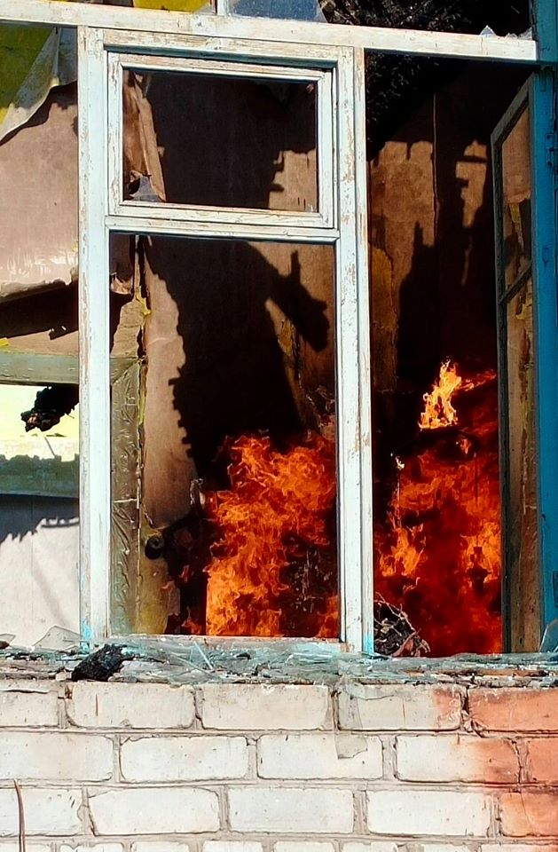 Невідомі підпалили школу в Чернігівському районі (Фото)