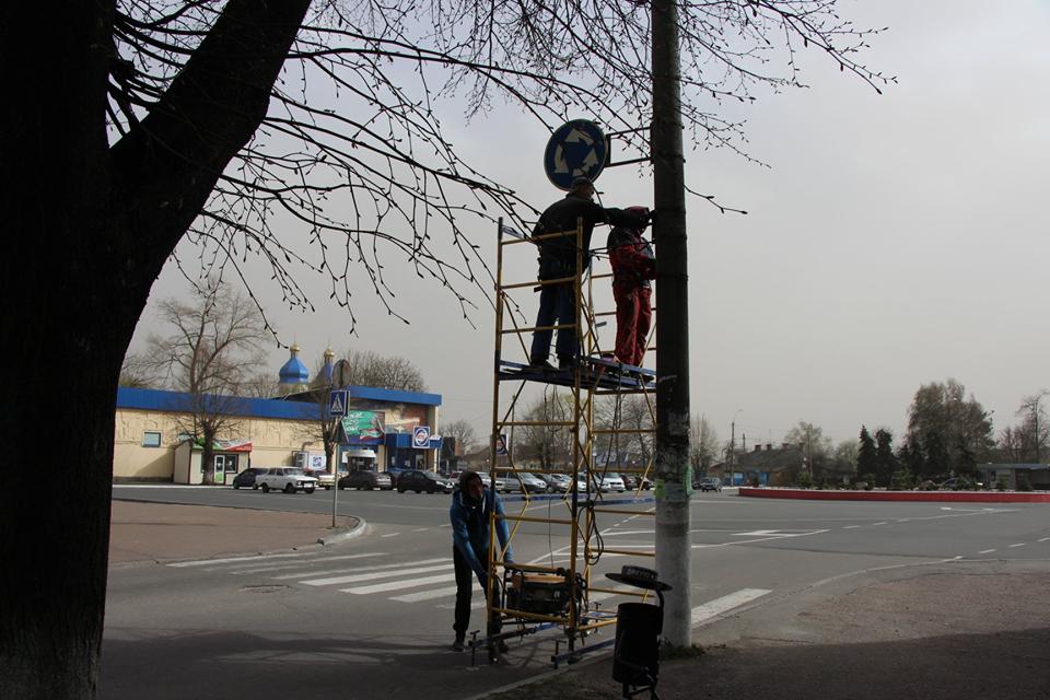 Центр Сновська декорують світлодіодними фігурами (Фото)