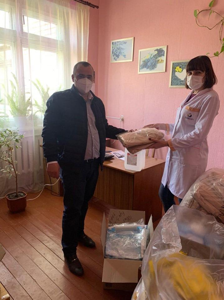 Благодійний фонд «Наш край» допоміг ріпкинським медикам