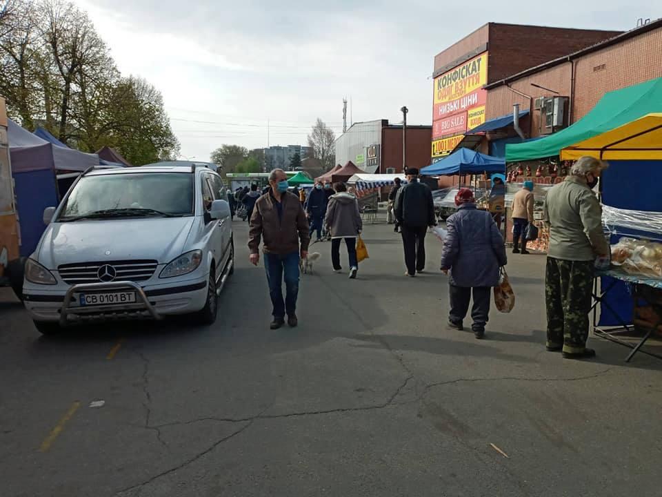 У мікрорайоні, де виявили перших заражених у Чернігові, продовжують торгувати (Фото)