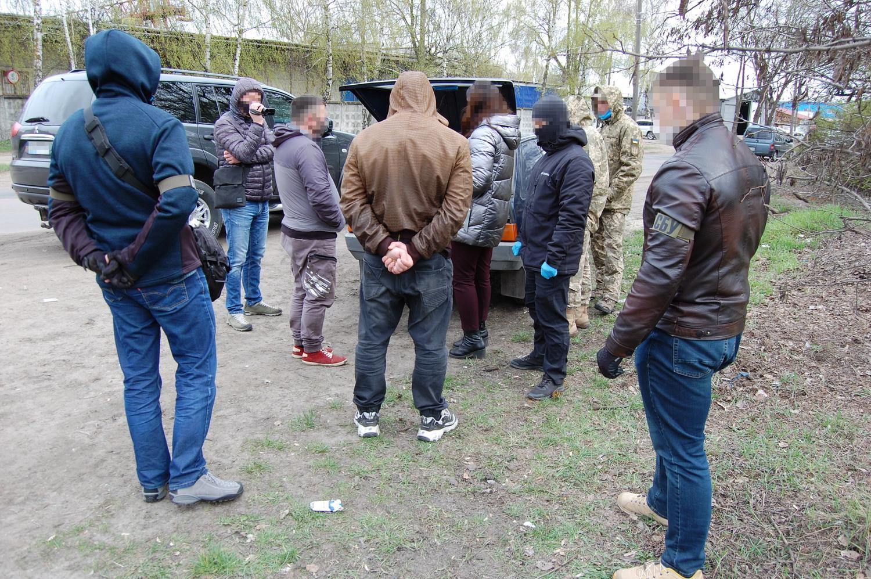 У Чернігові СБУ викрила угруповання торговців зброєю та боєприпасами (Фото)
