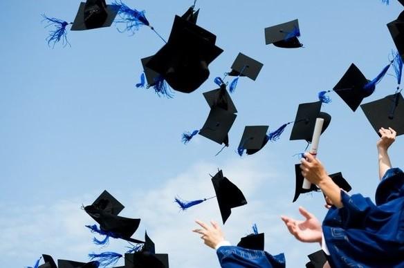 Захист онлайн і дистанційні іспити: як закінчуватимуть навчання випускники  університетів – ЧЕline |