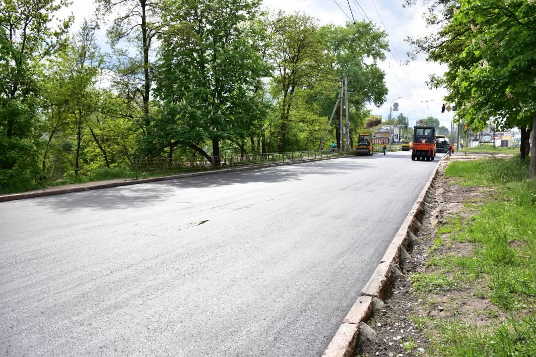 Ремонт вулиці Козацької добігає кінця. Завершити роботи мають 16 травня (Фото)