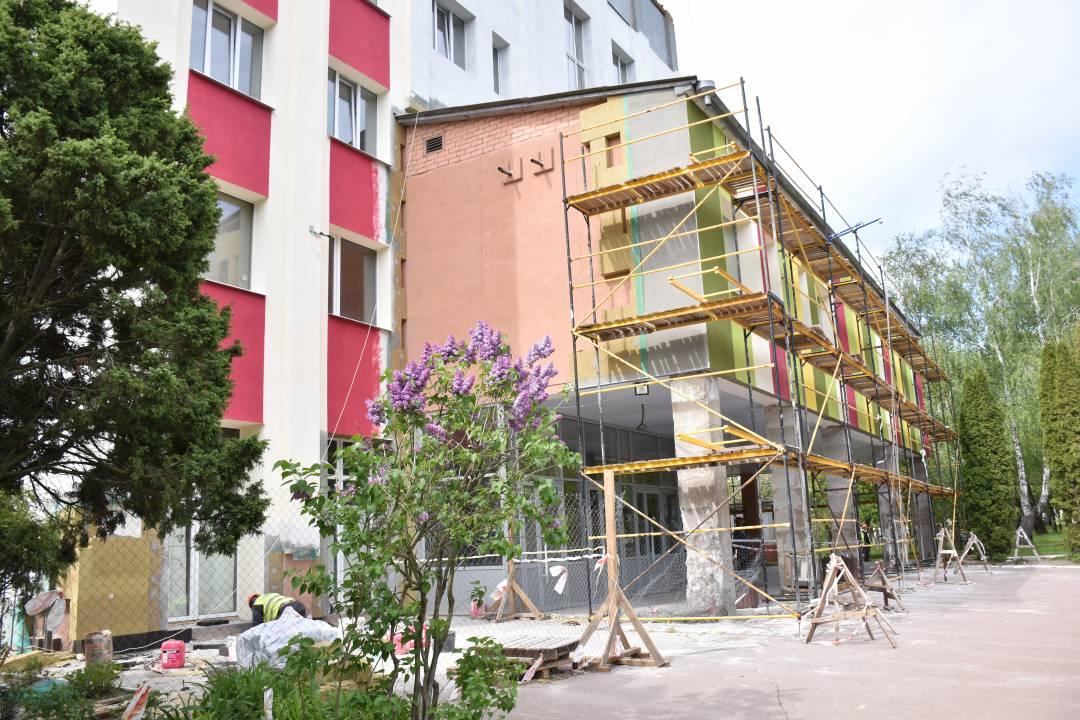 Завершуються роботи з термомодернізації будівлі міського пологового (Фото)