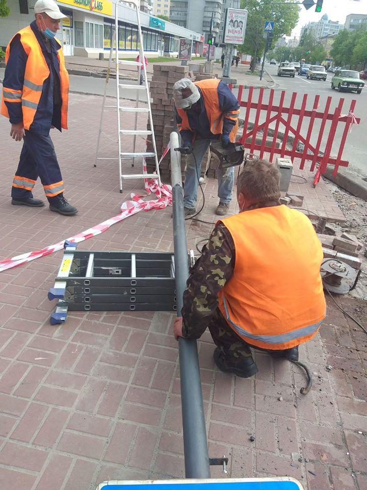 Пошкоджений під час учорашньої ДТП світлофор уже працює (Фото)