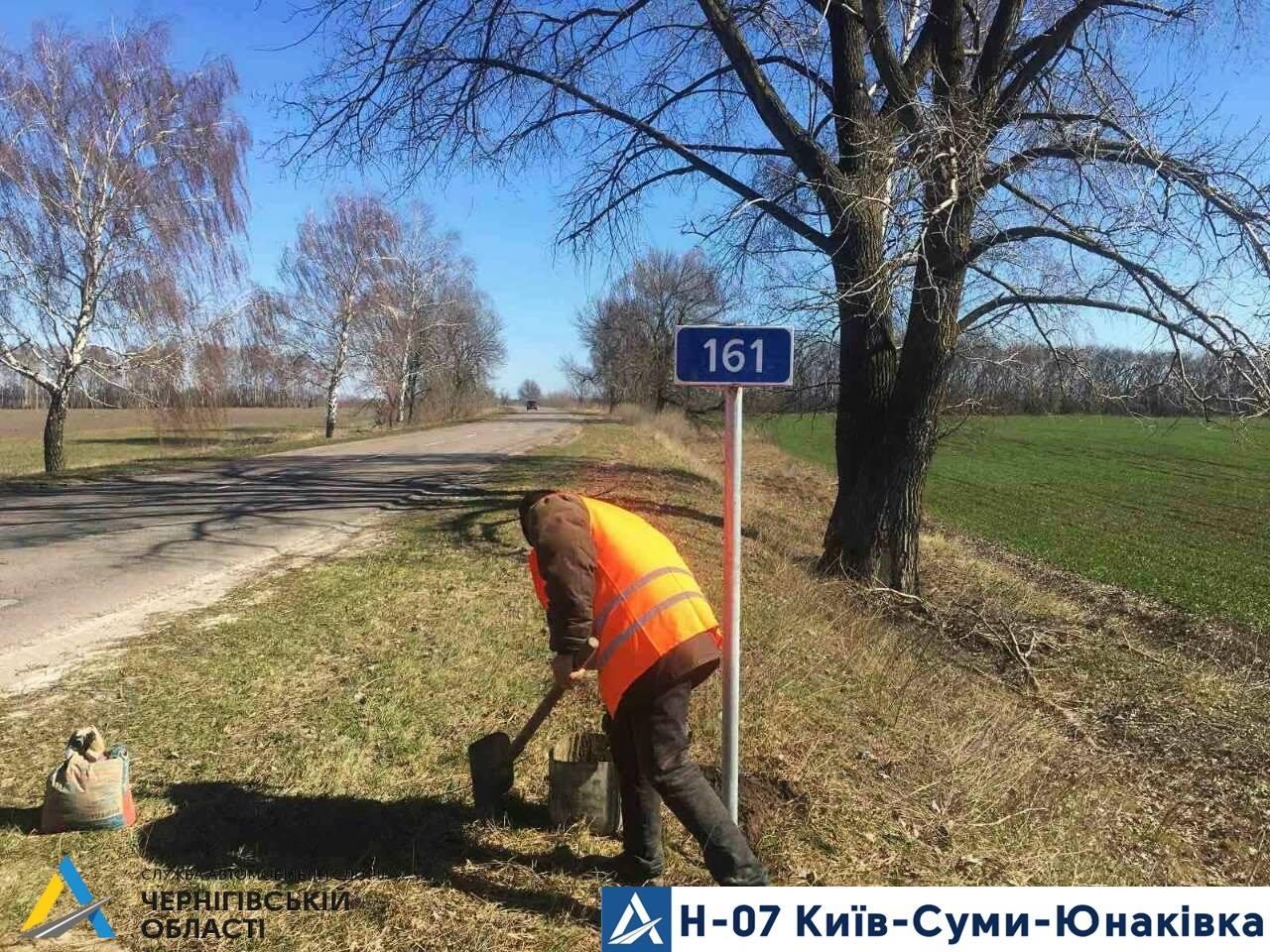 Вандали зрізали 40 знаків на дорозі Київ-Суми-Юнаківка по Чернігівській області