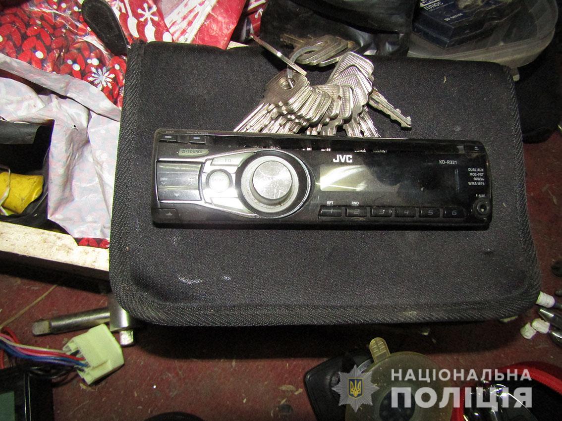 У Прилуках поліція затримала серійних автовикрадачів (Фото)