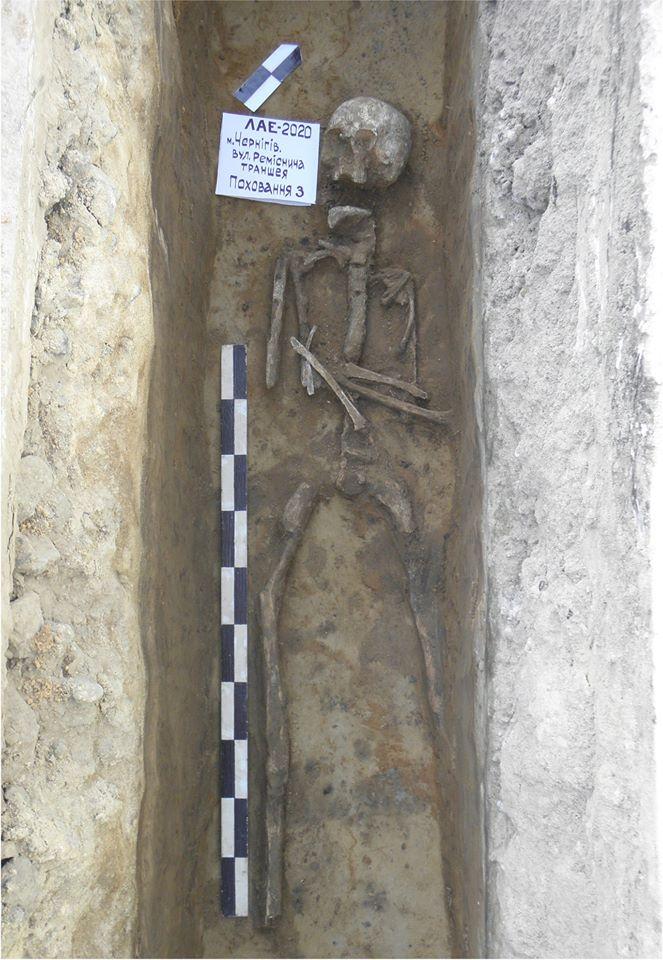 На Ремісничій під час земляних робіт виявили незвичні поховання (Фото)