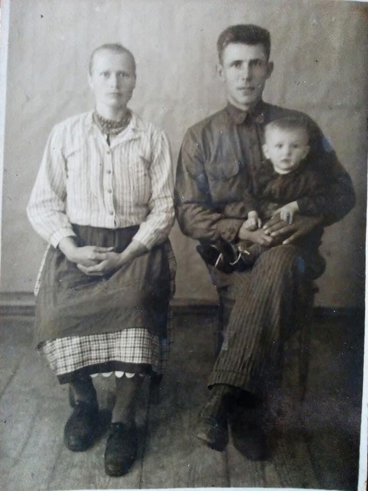 На Чернігівщині онука передала до музею «вишивані скарби» своєї бабусі (Фото)