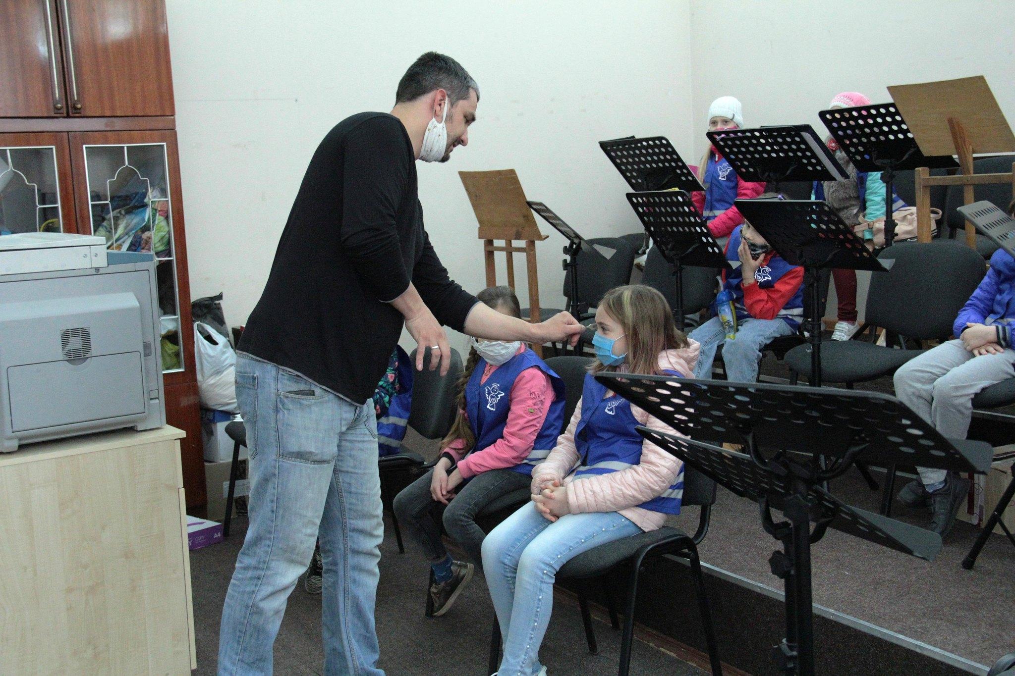 Чернігівським школярам показали «кухню» філармонійного центру (Фото)