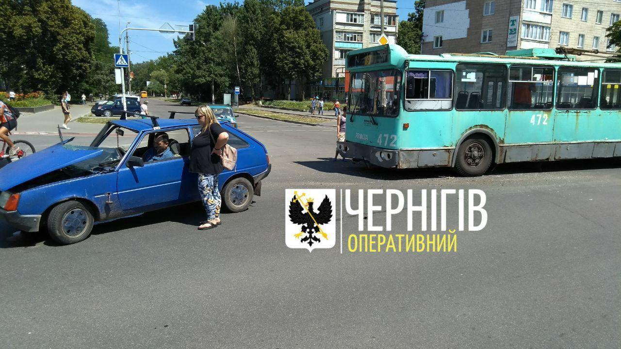 На Рокосовського заштовхнулися легковик та тролейбус (Фото)