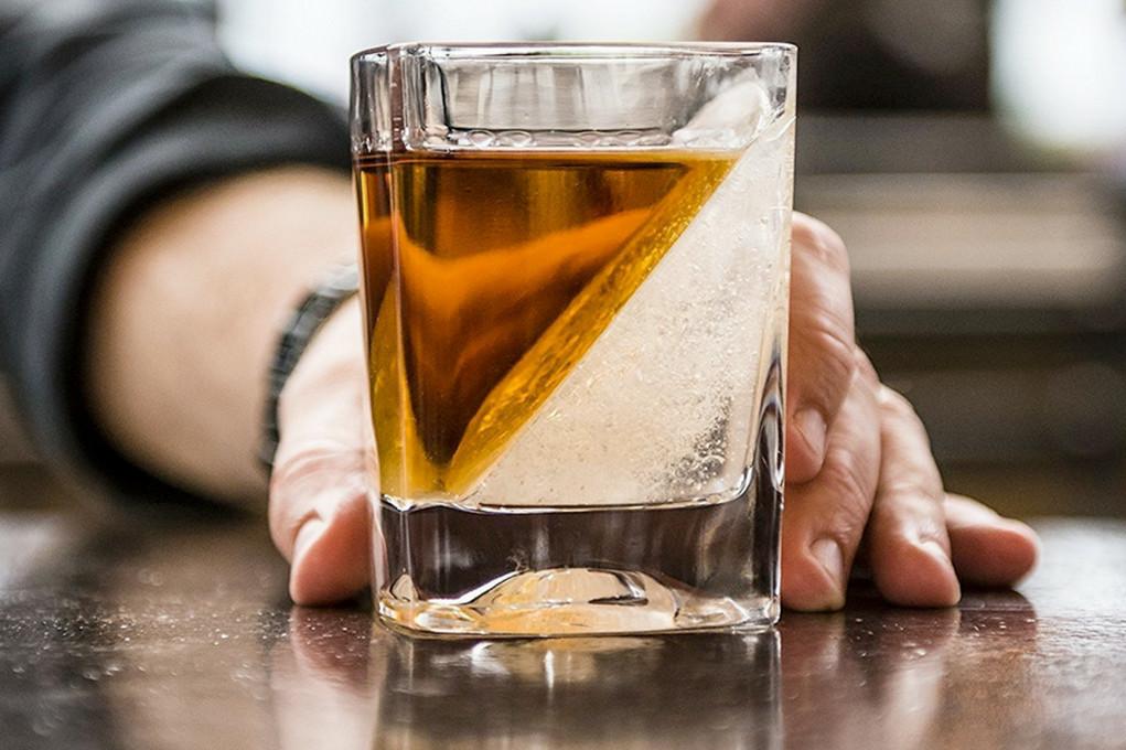 sklyanky-pid-viski