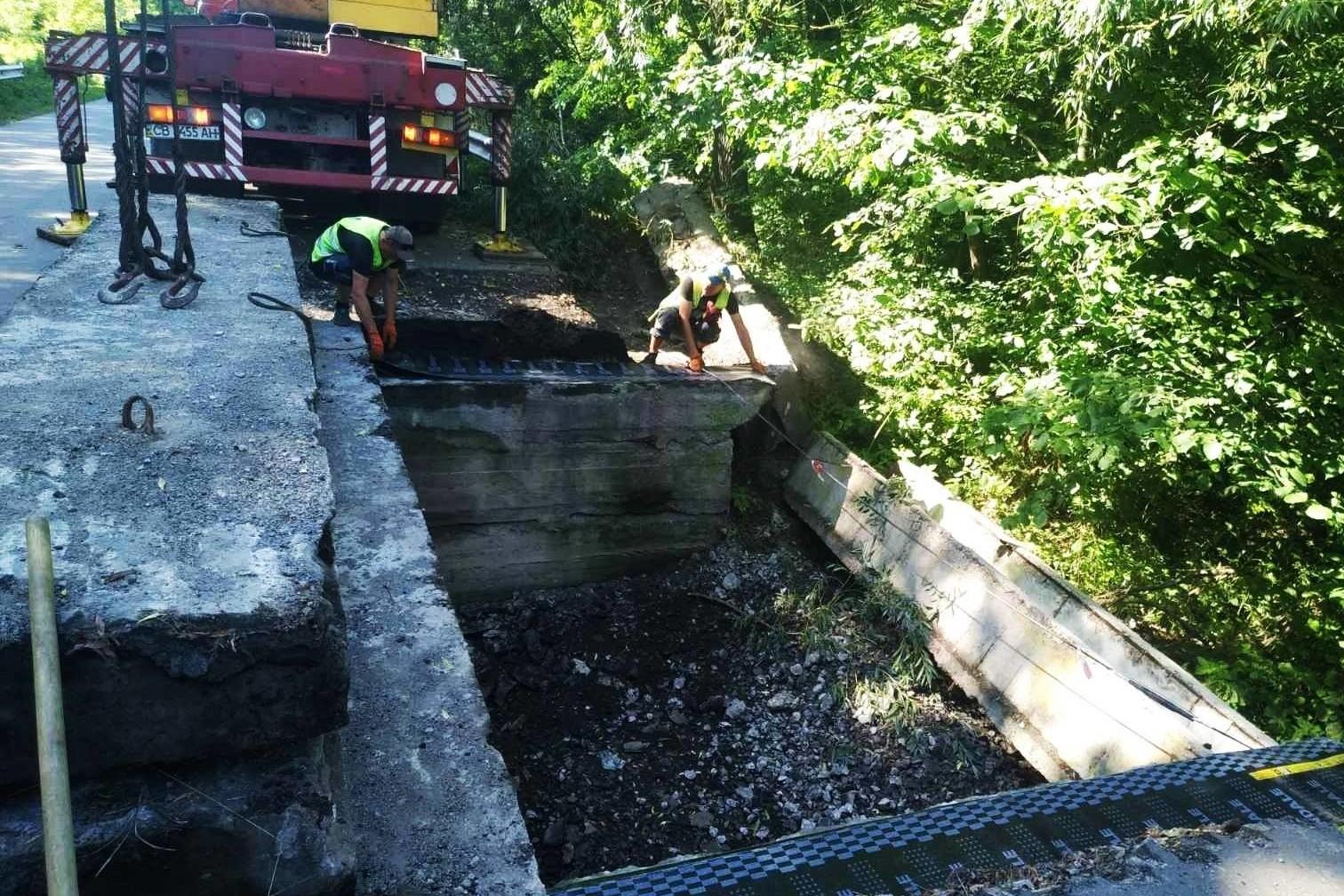 В Ічнянському районі ремонтують аварійний міст