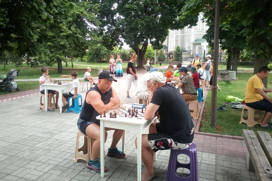 Турніри у Сновську зібрали шахістів із різних міст (Фото)