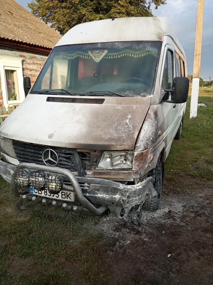 У Семенівському районі підпалили маршрутку (Фото)