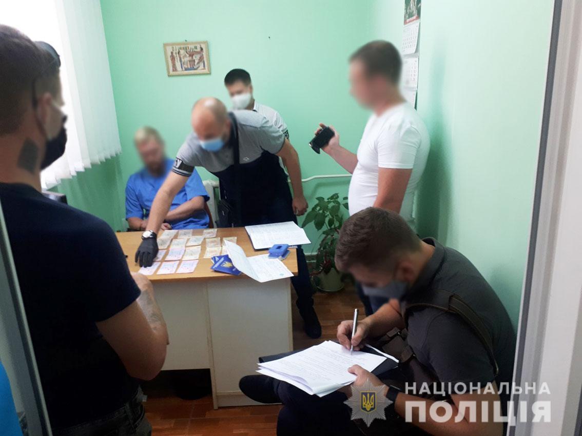 Чернігівського ветлікаря затримали на хабарі у 1800 доларів (Фото)