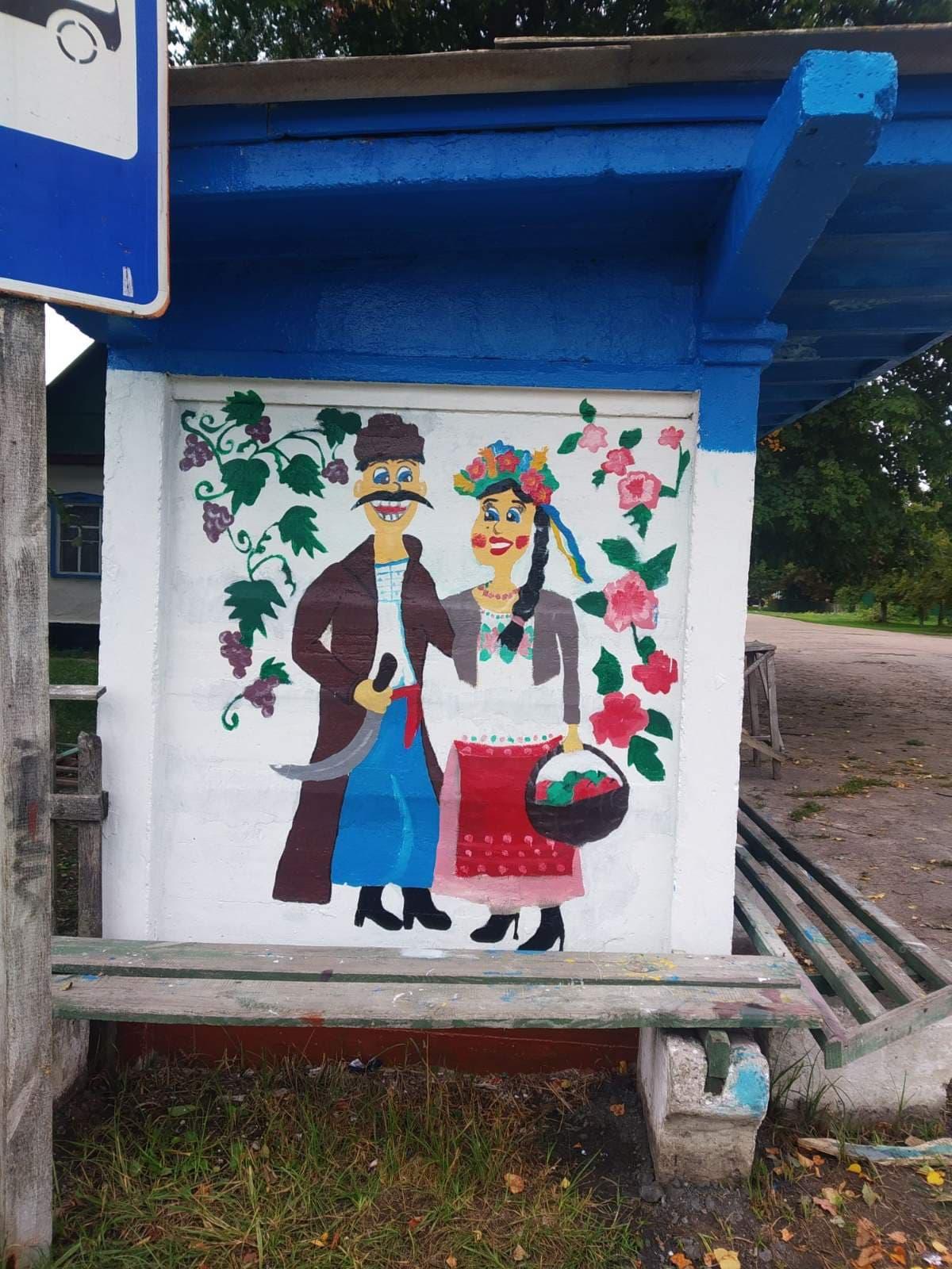 На Чернігівщині юна художниця розмальовує паркани, авто й колодязі (Фото)