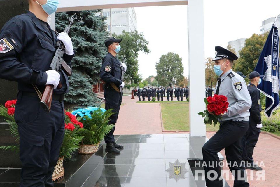 Поліцейські Чернігівщини вшанували пам'ять загиблих колег (Фото)