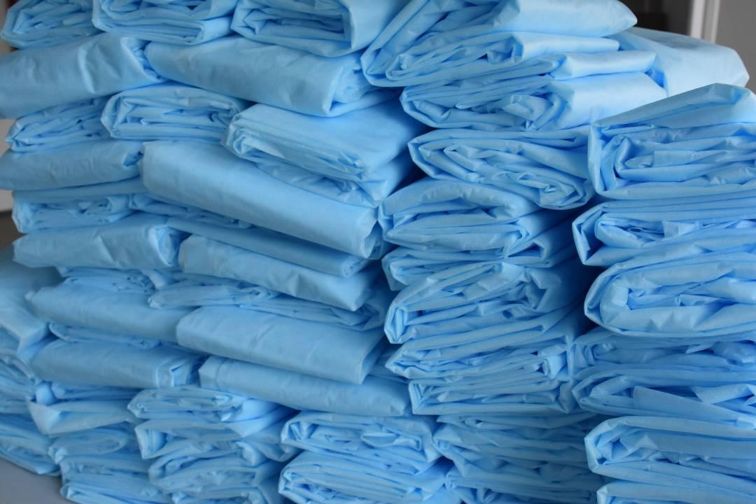 У Чернігові шиють захисний одяг для медиків (Фото)