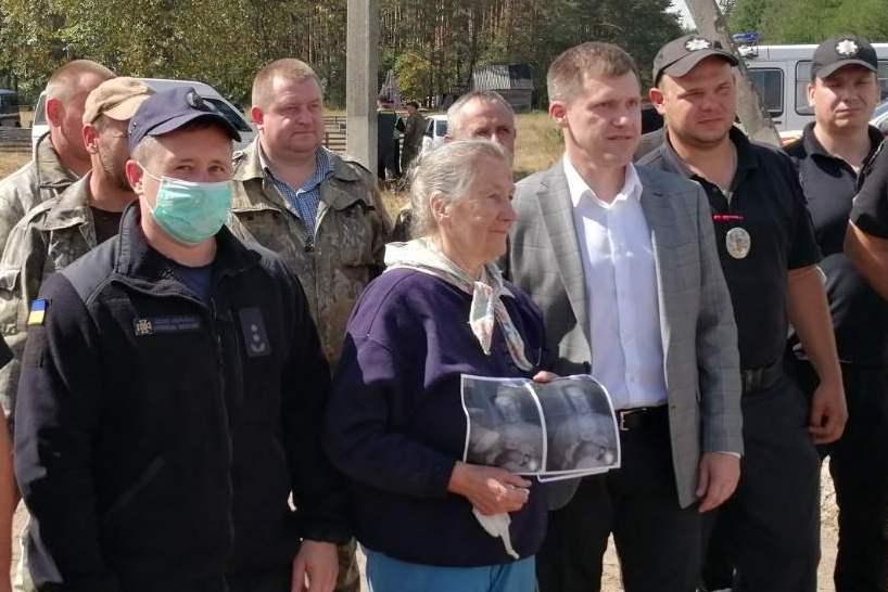 Зниклу в лісі 84-річну бабусю знайшли (Фото)