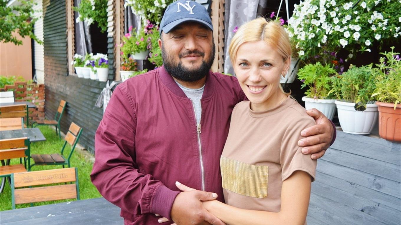 Покинули Київ і оселилися на Корюківщині. Столичний шеф-кухар з дружиною відкрили кафе в Холмах (Фото)