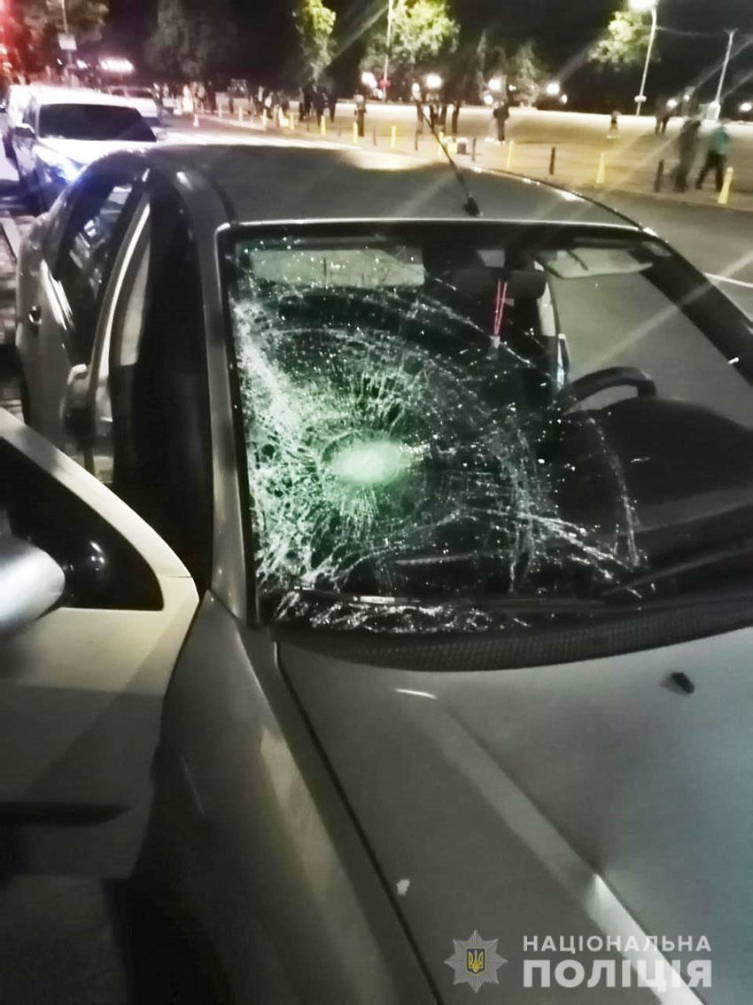 На Чернігівщині п'яний водій збив двох дівчат і втік (Фото)