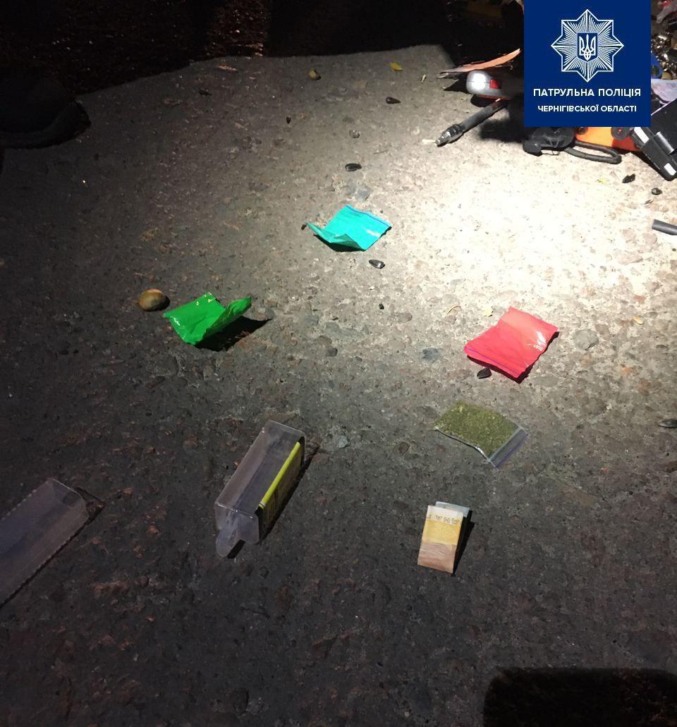 Патрульні затримали 32-річного чернігівця з наркотиками (Фото)