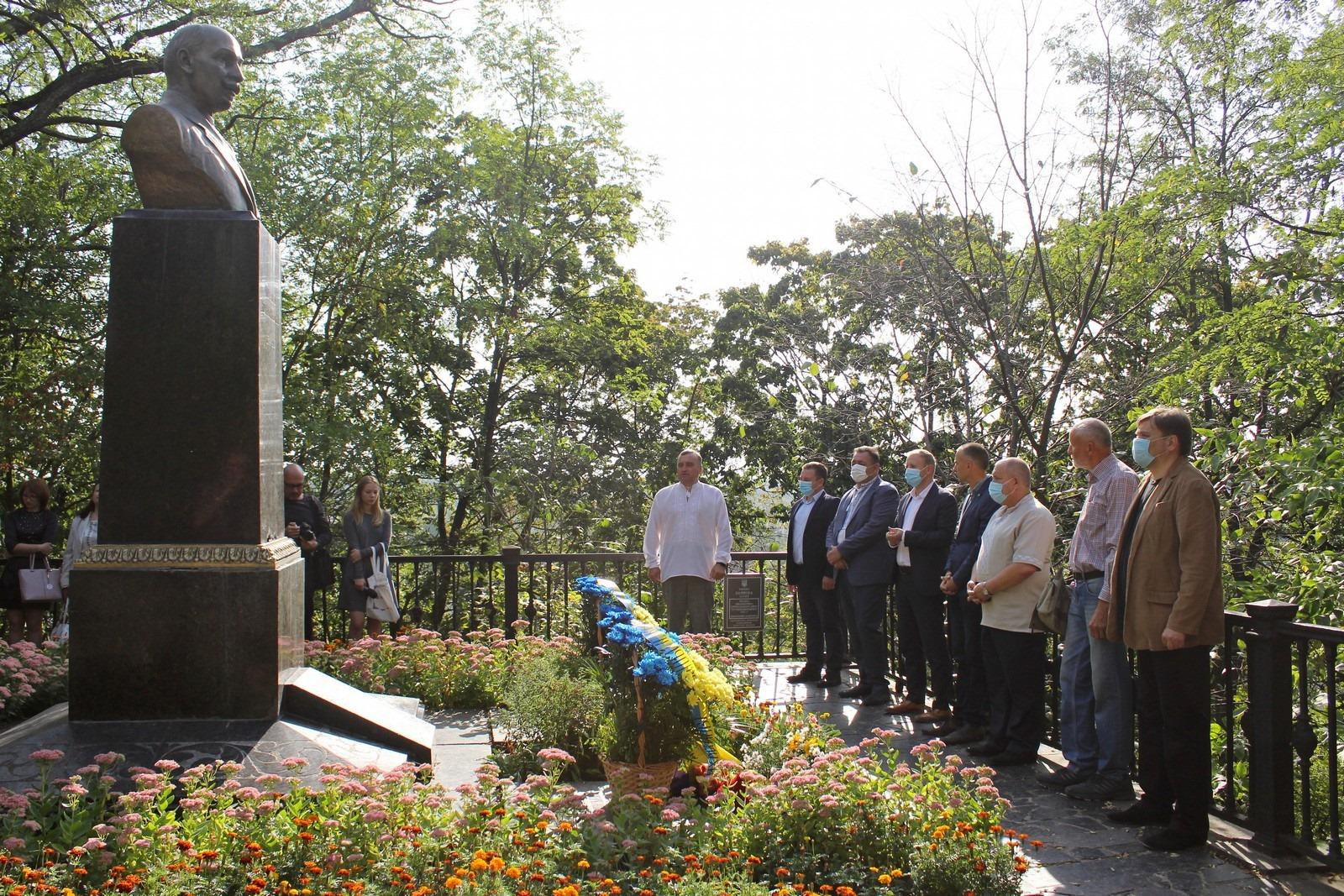 У Чернігові вшановують пам'ять видатного письменника (Фото)