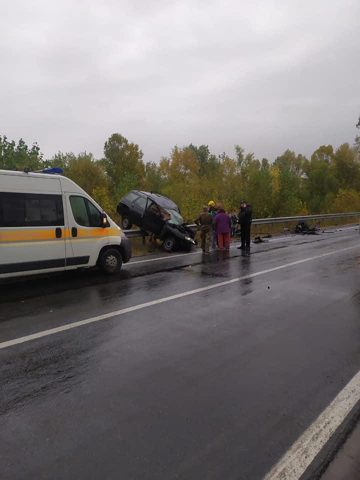 ДТП на київській трасі: є загиблі (Фото)