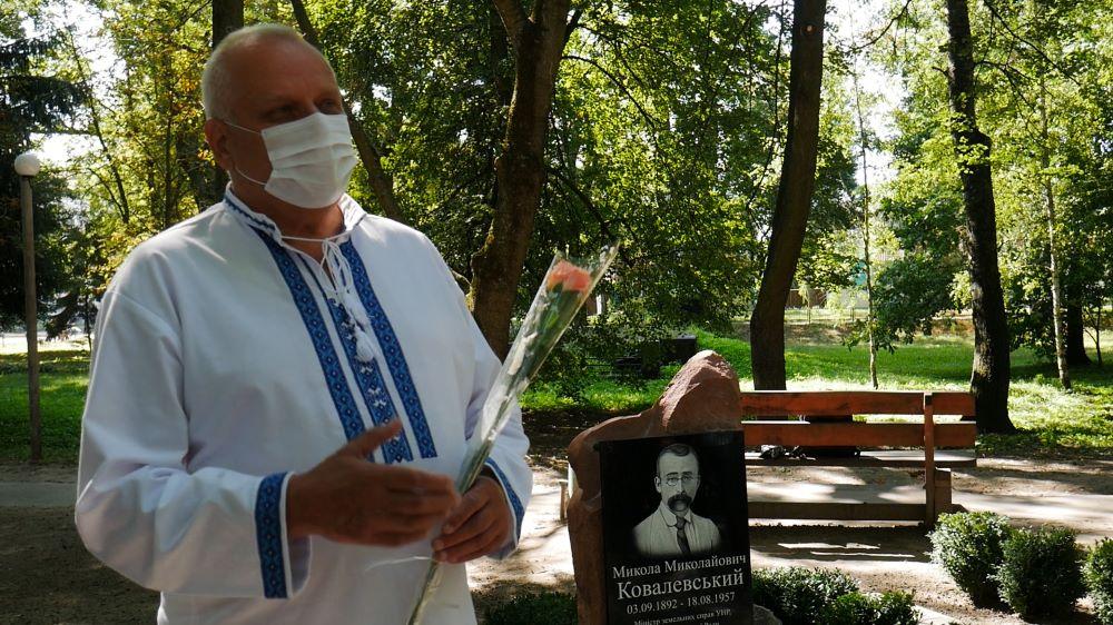 У Сосниці відкрито пам'ятний знак одному з творців Української держави початку XX століття (Фото)