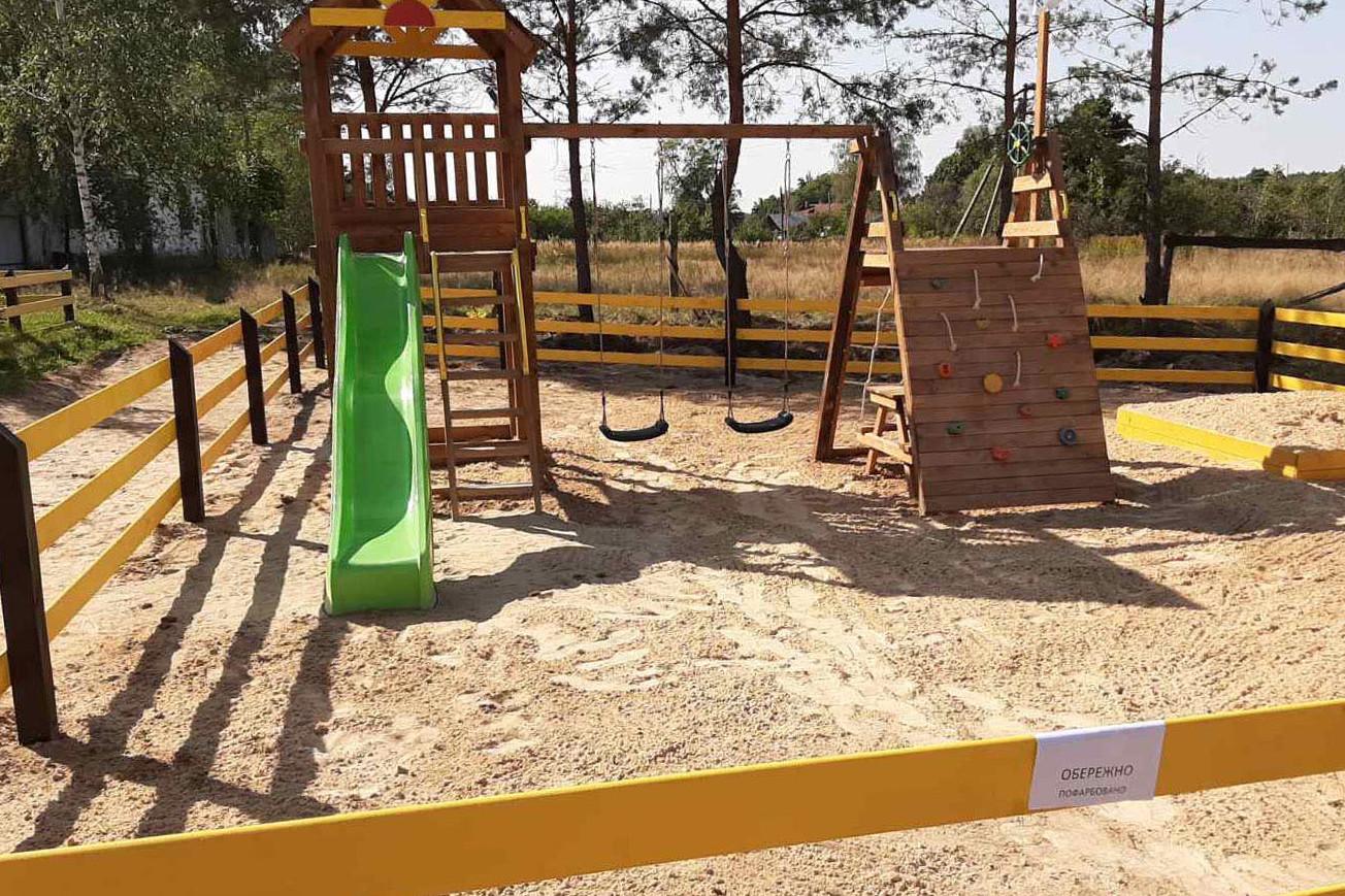 У Добрянській ОТГ відкрили дитячий майданчик (Фото)