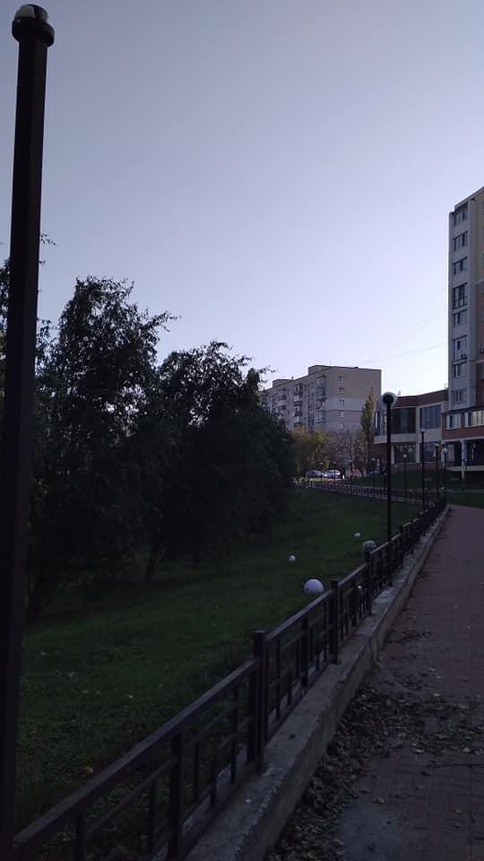 У Чернігові розбили ліхтарі уздовж Стрижня (Фотофакт)