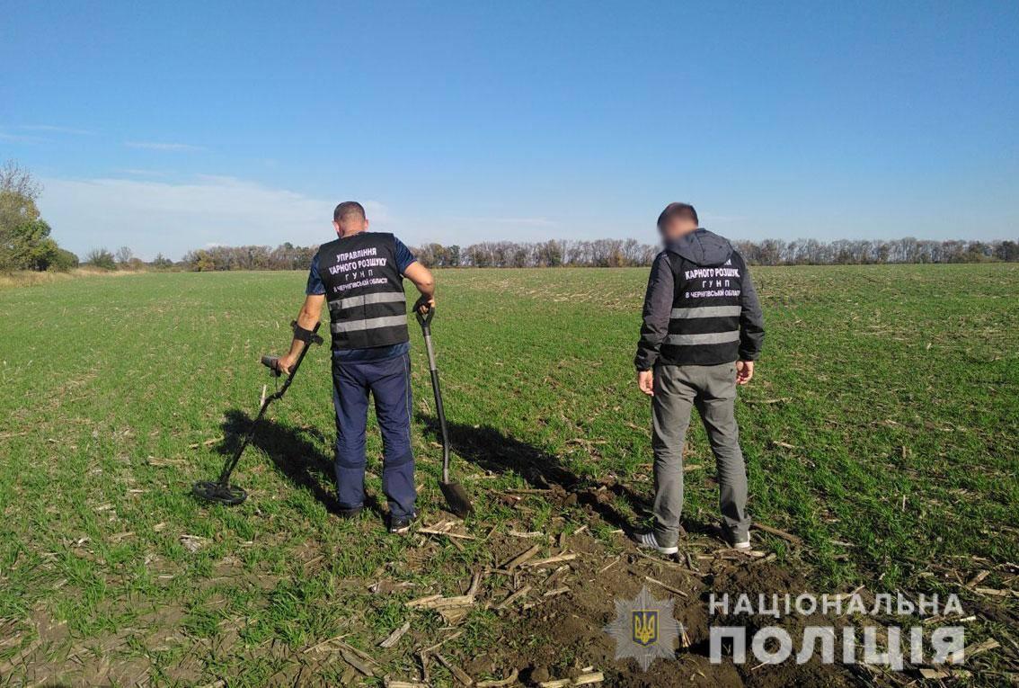 У Прилуцькому районі невідомі обстріляли позашляховик (Фото)