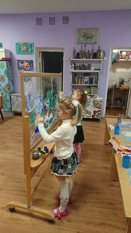 Художник із пелюшок: школярка з Чернігова мріє стати митцем і прикрасити місто власними картинами