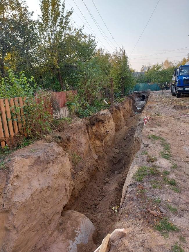 У Чернігові ремонтують ще одну зливову каналізацію (Фото)