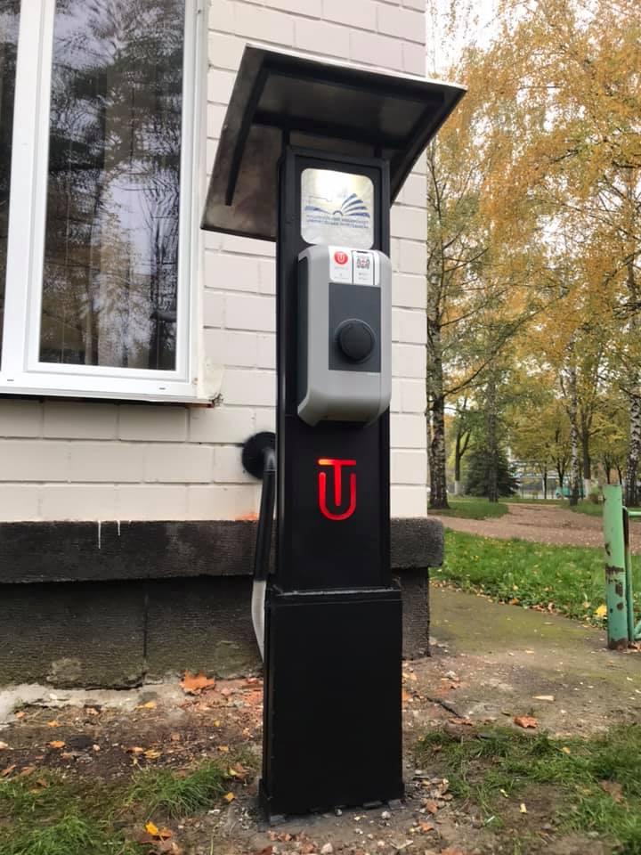На автостоянці «Чернігівської політехніки» встановили зарядки для електромобілів (Фото)