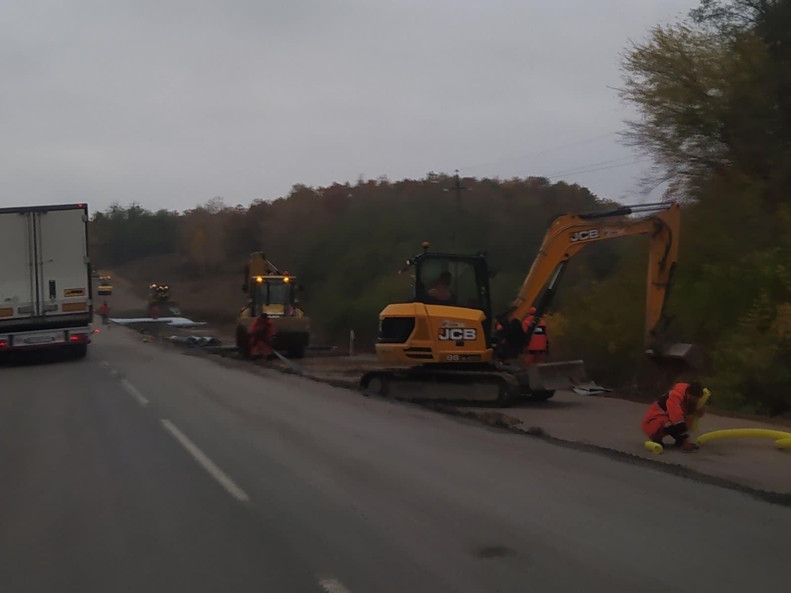 Тривають ремонтні роботи на автодорозі Н-07 Київ-Суми-Юнаківка (Фото)