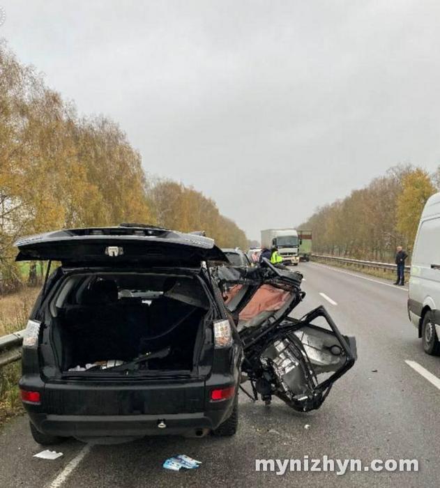 Моторошна ДТП: ватнтажівка в'їхала в легковик, є загиблі (Фото)