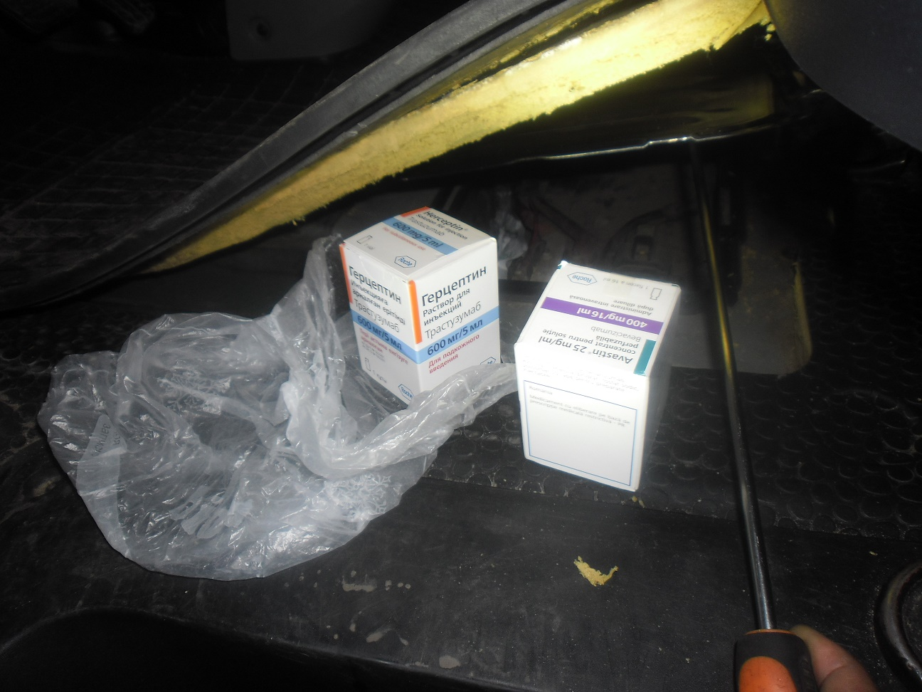 Коштовні ліки виявили у чернігівця в пункті пропуску на білоруському кордоні (Фото)