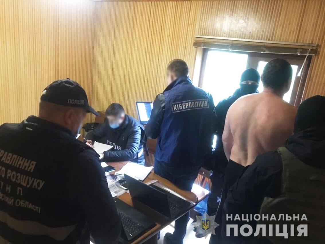 На Чернігівщині припинили діяльність міжнародного шахрайського колл-центру (Фото)