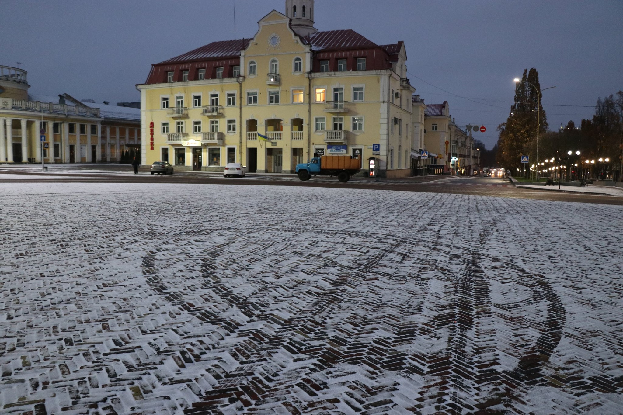 Чернігівські комунальники пройшли випробування першим снігом (Фото)