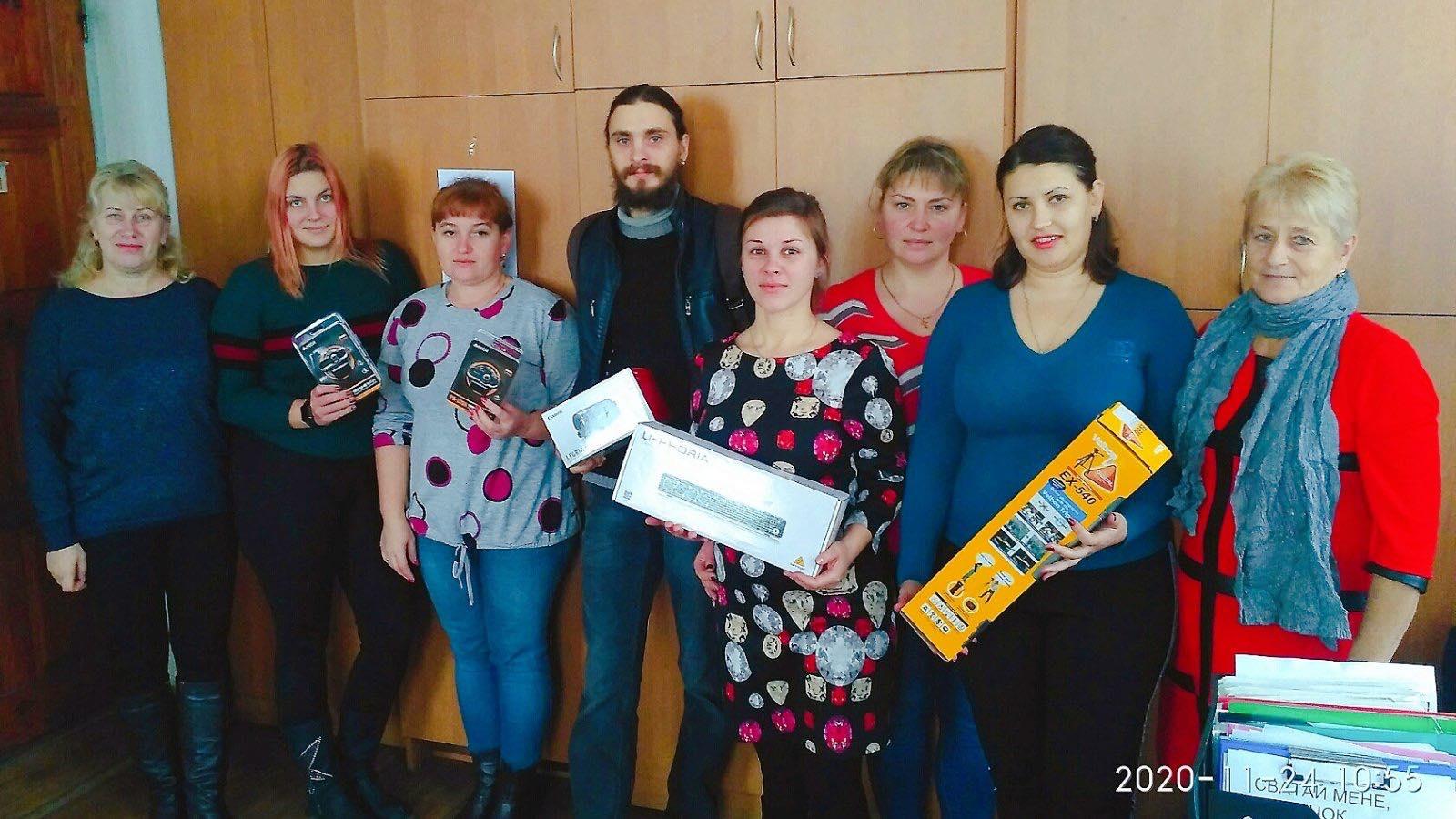 Без овацій у глядацькій залі, але з «лайками» та вдячними коментарями в соцмережах: козелецькі артисти виступають для людей по інтернету