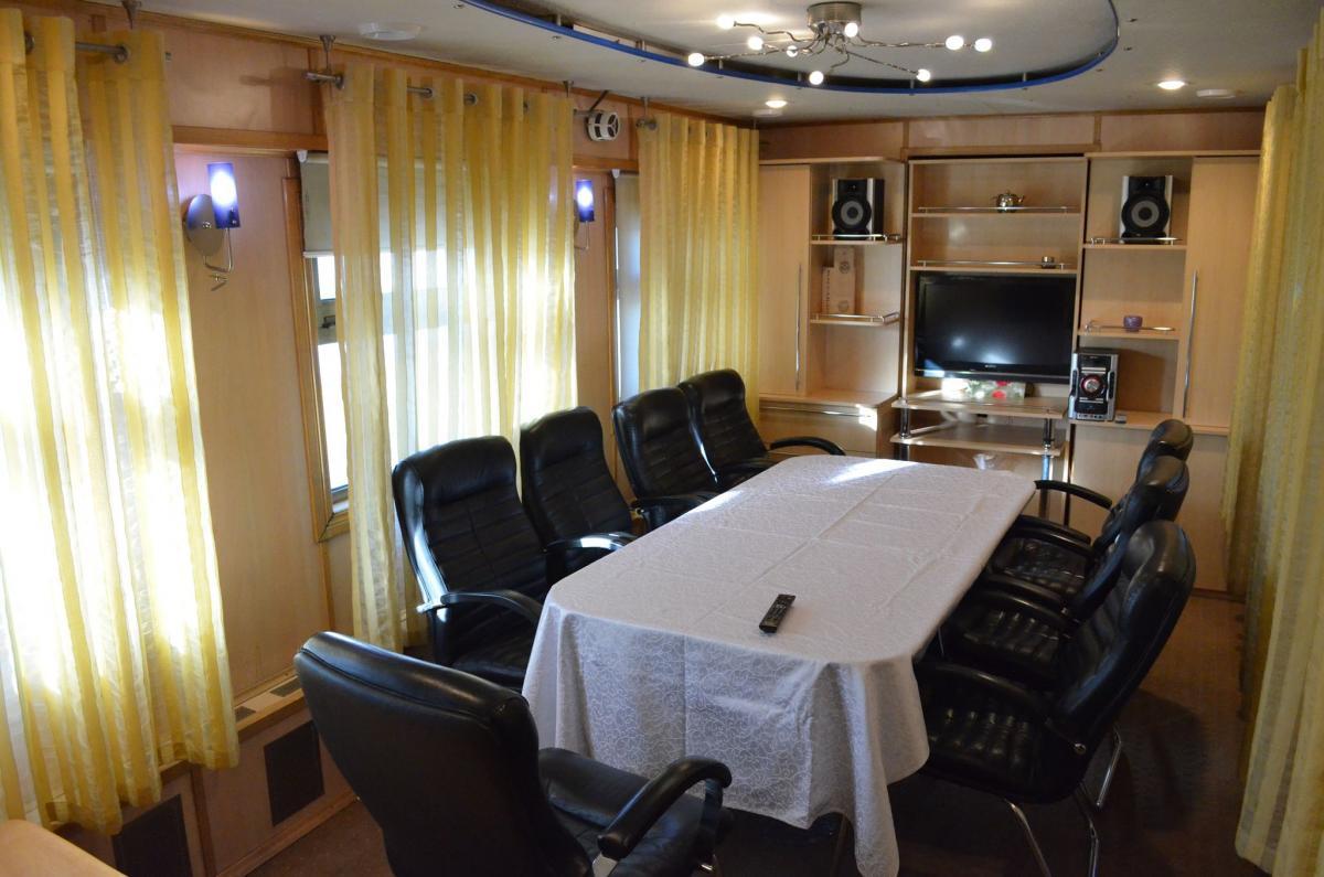 «Пшонкастайл»: Укрзалізниця показала нові VIP-вагони (Фото)