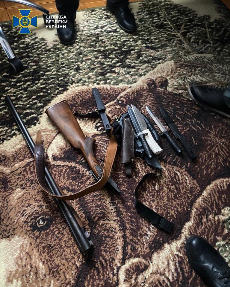 У Чернігові СБУ запобігла створенню радикального осередку, який пропагував агресивну війну (Фото)