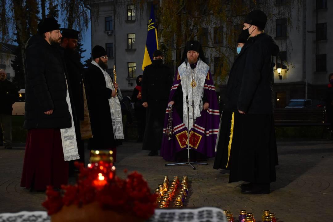 Пам'ятний захід на знак скорботи за загиблими в голодомор відбувся у Чернігові (Фото)